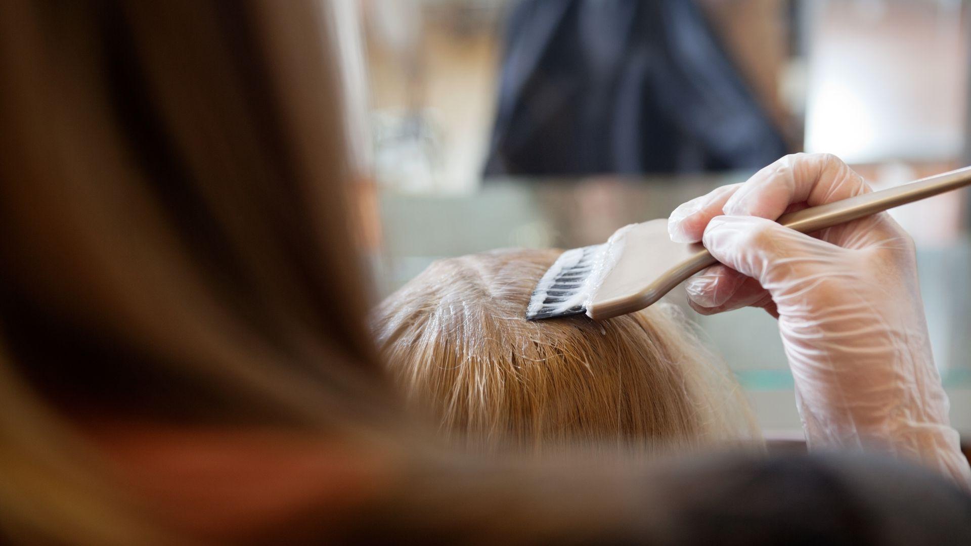 pintar el cabello rubio cenizo sin decolorar